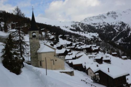 Drei Tage und drei Nächte schneite es. Martin Lomense fühlte sich für immer abgeschnitten von den anderen Jahreszeiten;